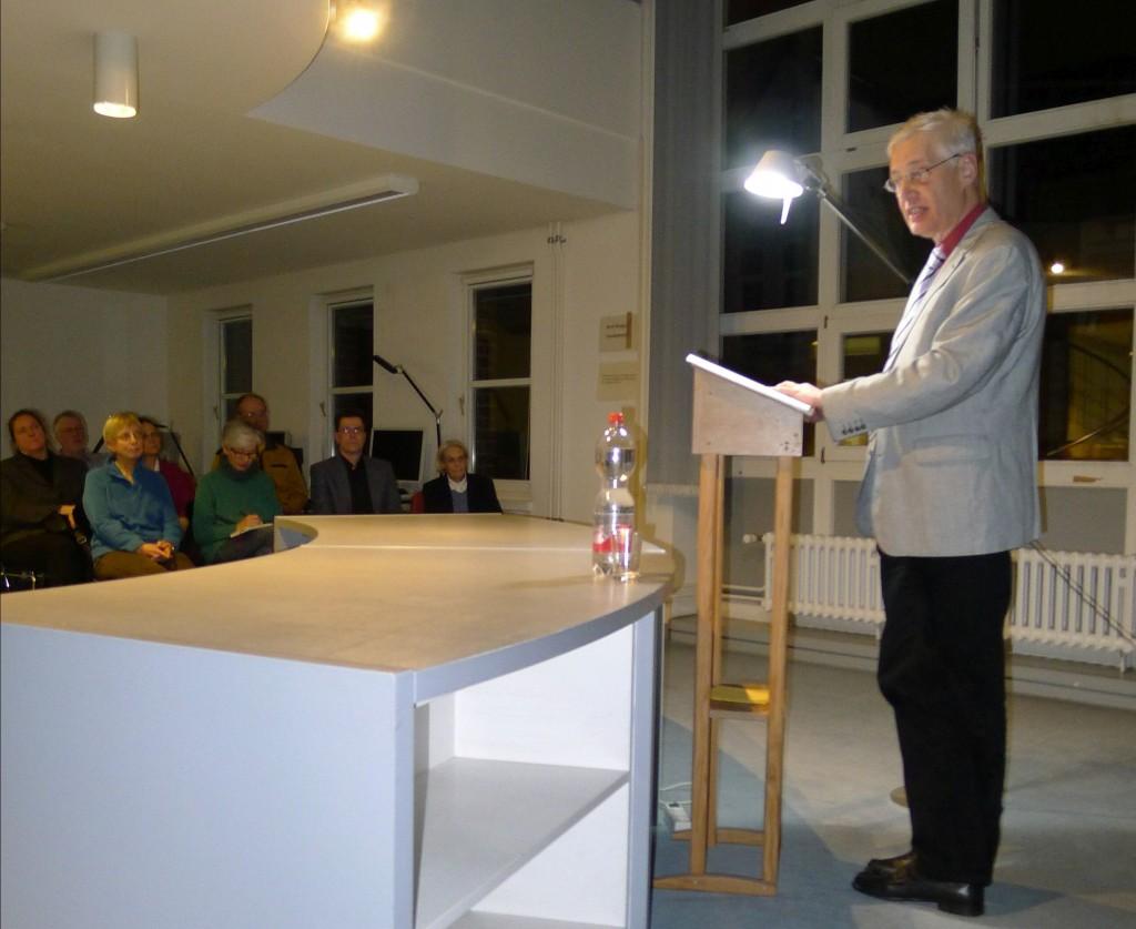 Krönender Abschluss: Prof. Otte überzeugt die Zuhörerinnen und Zuhörer seines Vortrage davon, dass die streng lutherische Altstadt Hannover während der frühen Neuzeit eine pragmatische religiöse Toleranz zuließ.